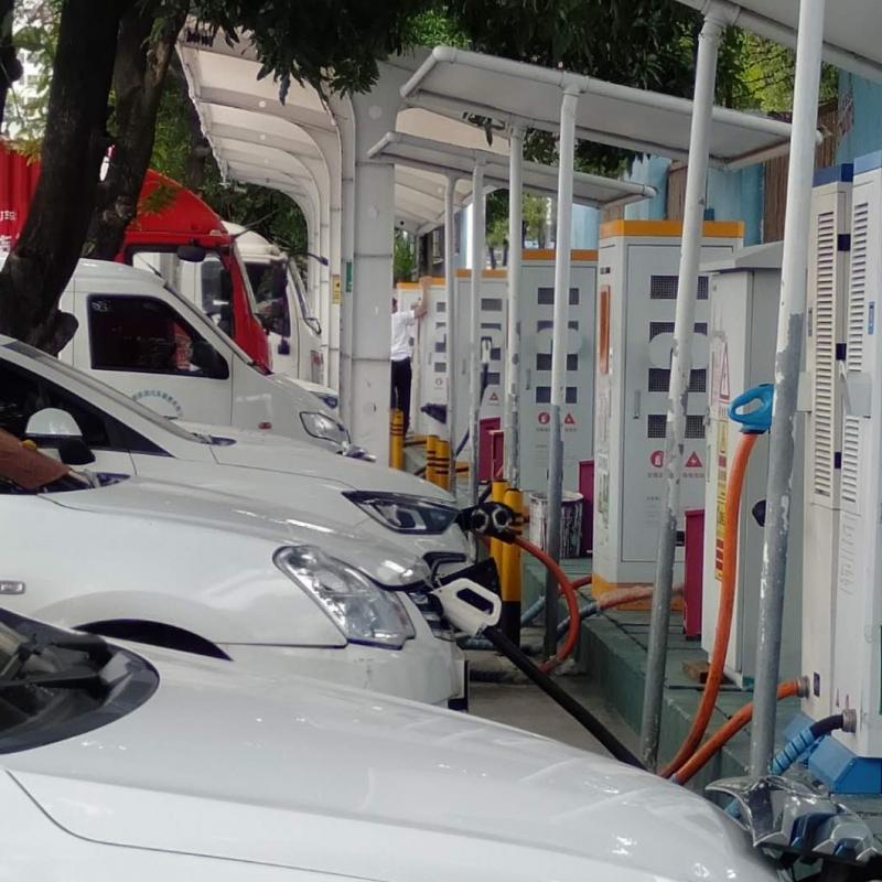 关于电动汽车充电桩统筹发展方向
